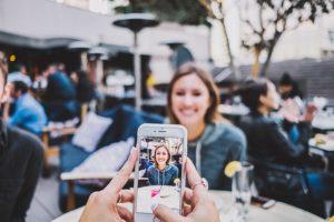 मोबाइल से शानदार फोटो कैसे खींचे? Mobile Photography Tips in Hindi